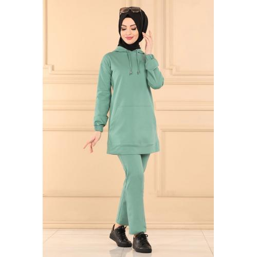Two-piece set with capes -green mint color